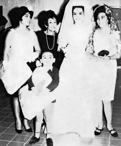11062017 Sra. Rosina de la Fuente de Torres (f), María de la Fuente (f), Srita. Olivia de la Fuente y Leonor Seceñas en 1966.