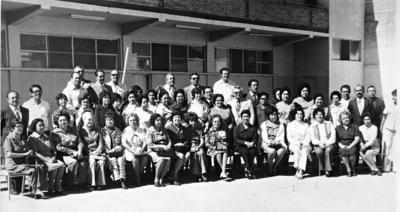 11062017 Generación 1925 - 1975, entre los que se encuentran: Catalina L. Marqués, Evangelina Chavarría, Carlos R., Laura Emma Wong, Dr. Alfonso Luévano y Profesora Dolores González.
