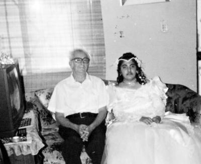 11062017 Pedro Iturriría F. con su nieta, Carmen Iturriría, el 16 de agosto de 1994.
