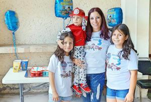12062017 D FIESTA.  Antonio con su mamá, Judith, Jimena y Natasha.