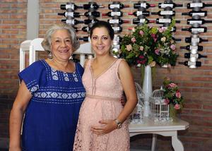 11062017 SERá MAMá EN AGOSTO.  Mariana Anaya de Gómez en su fiesta de canastilla acompañada de su mamá, María Luisa Anaya.