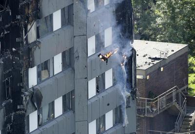 Las autoridades están investigando las causas del siniestro que consumió la torre, dejándola prácticamente carbonizada.