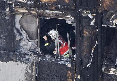 El edificio, con 120 viviendas comenzó a incendiarse esta madrugada dejando un saldo de al menos 50 heridos que han sido trasladados a los distintos hospitales de la metrópoli.
