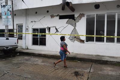 El secretario de Gobernación, Miguel Ángel Osorio Chong, informó que se atienden las afectaciones ocasionadas por el sismo de 7.0 grados Richter que se registró la madrugada de este miércoles en Ciudad Hidalgo, Chiapas.