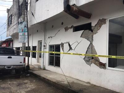 La Secretaría de Protección Civil de Chiapas informó que tras el sismo de 7.0 grados que se registró esta madrugada en la entidad, de manera preliminar no se reportan personas fallecidas, sin embargo, sí hay algunas afectaciones materiales.
