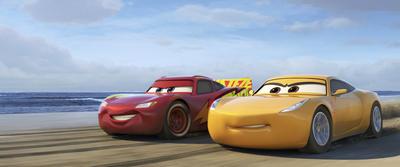 """Siguiendo esa misma línea, la tercera entrega de Cars, aquella aventura en neumáticos que tras 11 años de haber estrenado su primera parte, muestra a un """"Rayo McQueen"""" más adulto y experimentado."""