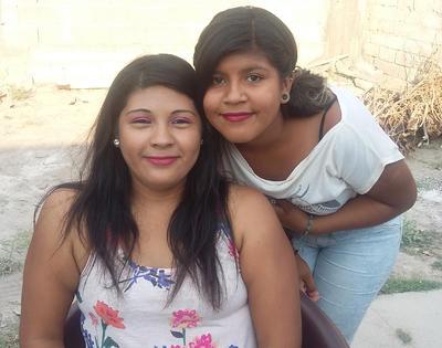 15062017 Alejandra y su hija, Michel.