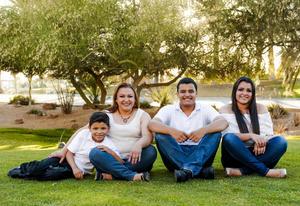 15062017 Adriana Ortega con sus hijos: Ivonne, Carlos y Héctor.