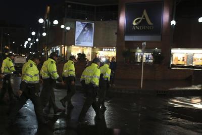 Después de la explosión, las autoridades ordenaron la evacuación del centro comercial y fueron cerradas varias calles aledañas.