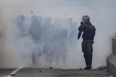 Las protestas continúan en Venezuela e imágenes muestran cómo son contenidas por el gobierno.