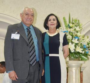 20062017 MERECIDO HOMENAJE.  Antonio Lozano Pérez con su esposa, Alfia de Lozano, en reciente evento donde se reconoció su trayectoria de 50 años de servicio a la educación.
