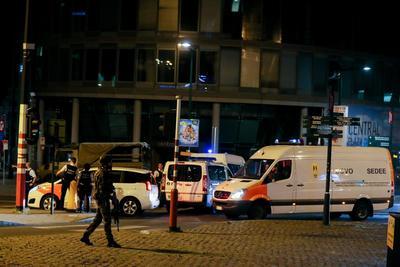 Por su parte, el órgano de coordinación para el análisis de amenazas (OCAM) decidió mantener el nivel de amenaza terrorista en 3 de 4 posibles tras el incidente, según indicó el centro de crisis del Ministerio del Interior.