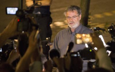 """El portavoz de la Fiscalía Eric Van Der Sypt indicó en una declaración a la prensa que se produjo una """"pequeña explosión"""" hacia las 20.30 hora local (18.30 GMT) en la estación Central y que el presunto autor fue """"neutralizado"""" por militares que se encontraban en el lugar."""