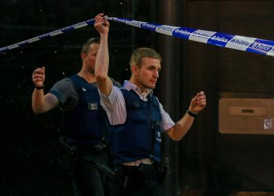 """Medios como la cadena pública RTBF hablaron, citando a fuentes policiales, de que se buscaba """"activamente"""" a otros dos sospechosos."""