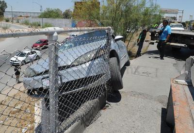 Por sus propios medios Andrés salió del auto, para luego pedir auxilio al 911.