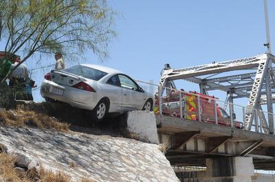 El accidente se registró alrededor de las 12:30 de la tarde del lunes, a la entrada del puente plateado en los carriles que dirigen de Gómez Palacio a Torreón.