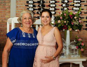 Mariana con su mamá, María Luisa Anaya