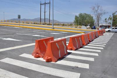 No obstante, ese mismo jueves El Siglo de Torreón publicó en forma exclusiva que la señalética y trazado de carriles de circulación y flechas presentaban fallas.