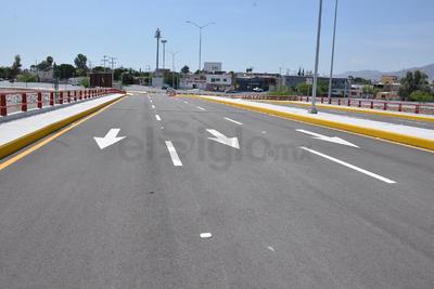 Como ya están libres los carriles de circulación para el cruce de este puente, se asignaron agentes viales con el fin de impedir su uso por vehículos en general.