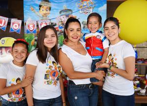 24062017 EN FAMILIA.  Adriana Chávez con sus hijos: José, Paulina, Andrea y Valentina.