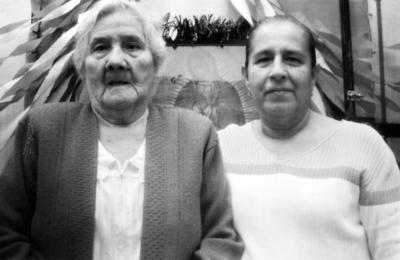 25062017 Sra. Martha Almanza (f) con su hija, María del Carmen Argumedo.
