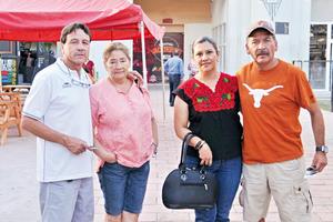 25062017 EN EL BEIS.  Miguel, Lourdes, Flor y Carlos.