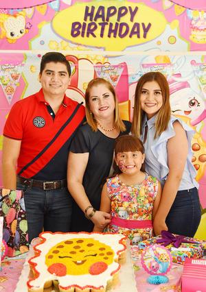 25062017 FELIZ CUMPLEAñOS.  Mía Jaqueline Villalobos Muñoz acompañada de su mamá, Francis Muñoz, y sus hermanos, Sofía y Gilberto Villalobos Muñoz.