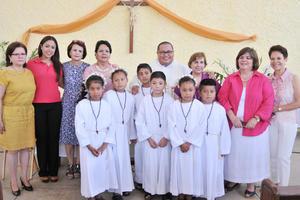 25062017 INOLVIDABLE DíA.  Catequistas y niños del Albergue del Padre Manuelito en su Primera Comunión.