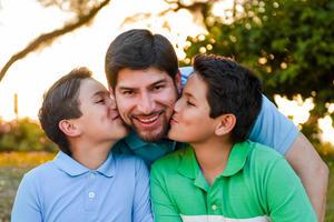 25062017 EN FAMILIA.  Carlos con sus hijos, Mauricio y Luis Carlos.