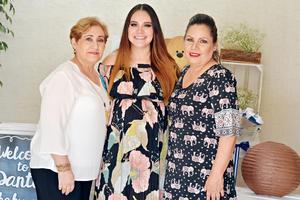 25062017 PRONTO SERá MAMá.  Mónica Cecila Corral en compañía de Claudia Elena y Norma Cecilia.