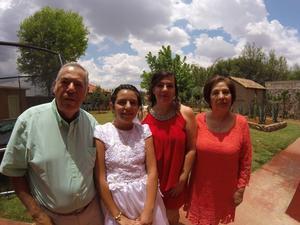 27062017 FESTEJO EN FAMILIA.  Eva Fernanda Varela Muñoz con su mamá, Cynthia Muñoz, y sus abuelos, José y Eva Muñoz.