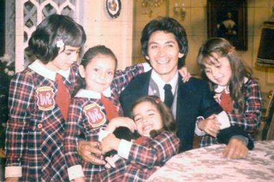 Mundo de juguete se convirtió en la primera telenovela de larga duración de México, al difundirse entre 1974 y 1977. Fue protagonizada por Graciela Mauri, Ricardo Blume e Irma Lozano.