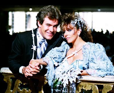 Rosa salvaje fue producida en el año 1987–1988 y fue protagonizada por Verónica Castro y Guillermo Capetillo.