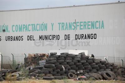 La pasada administración trabajó con una empresa que reciclaba las llantas; en la actualidad sólo se están apilando.