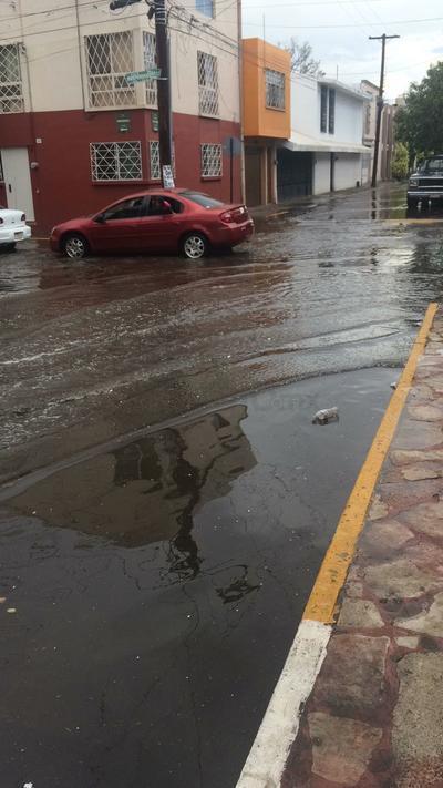 Varias calles de la zona centro, principalmente Pino Suarez en su lado poniente se vio afectada.