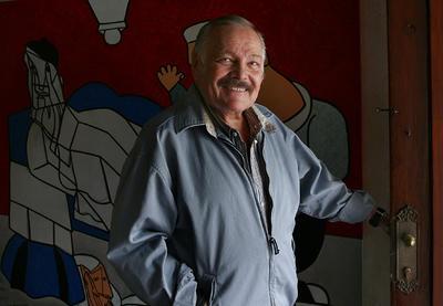 Obtuvo el Premio Nacional de Bellas Artes (1981), el Premio Internacional del Consejo Mundial del Grabado, San Francisco (1984)