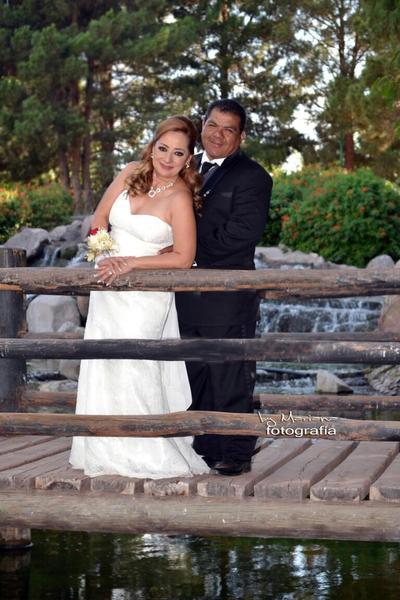 30072017 Blanca Cecilia Alemán García y Sergio Armando Herrera Altamirano decidieron unir sus vidas en matrimonio el 21 de julio en compañía de familiares y amigos. - Mariana Fotografía