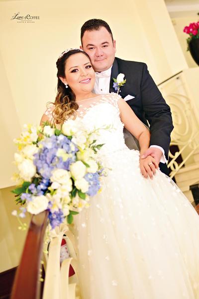 02072017 Dra. Fátima Ojeda Dávila y Lic. Antonio Delgado Parra se unieron en el sagrado sacramento del matrimonio el pasado 24 de junio, celebrando su compromiso con una recepción en el Museo Arocena. - Love & Coffee