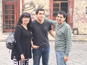 02072017 DE VACACIONES.  Irma, Julio y Ramón Betancourt en la Calle Xicoténcatl de Oaxaca.