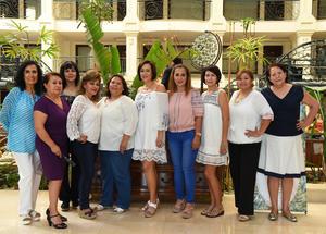 03072017 UN AñO MáS DE VIDA.  Verónica Vega Dávila acompañada de sus amigas en su festejo de cumpleaños.