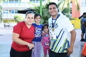 02072017 EN CARRERA.  Mauro, Camila, Romina y Rosy.