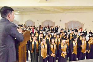 02072017 Toma de protesta a los alumnos graduados dirigida por el Dr. Apolonio Armenta Parga.