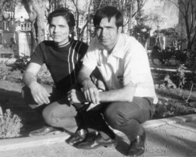 02072017 Los hermanos Sergio y Jorge Salazar Hernández en la Plaza de Armas de Torreón en 1967.