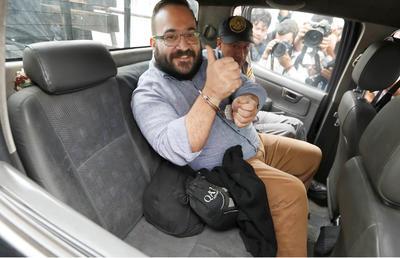 El político acusado por el gobierno federal de México se ha mostrado en diversas ocasiones con una conducta polémica ante las cámaras.