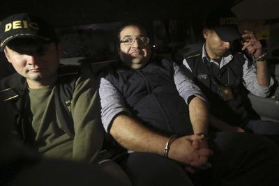 Según información de la PGR, la solicitud de detención provisional presentada por el gobierno mexicano a Guatemala fue librado en un audiencia privada con el Juez Primero de Primera Instancia Penal de la República de Guatemala.