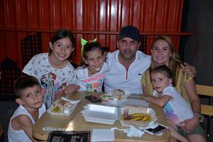 07072017 Miguel, Zoyla y sus hijos.