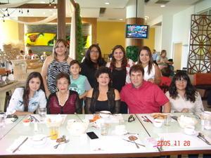 06072017 Blanca Irma con Gerardo, Isela, Claudia, Caro, Ana, Nataly, Sarahí, Elvira y Mario.