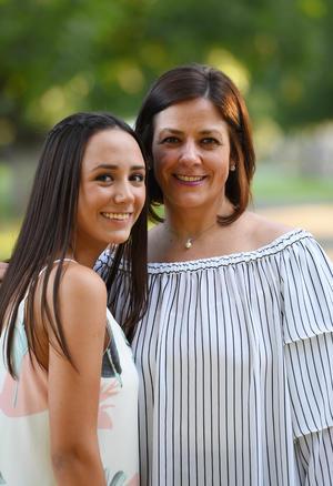 06072017 Analú con su mamá, Susana.