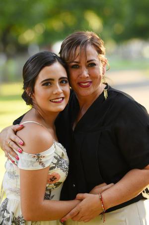 06072017 Luisa con su mamá, Norma.