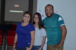 05072017 EN RECIENTE EVENTO.  Selene, Ximena y Samuel.